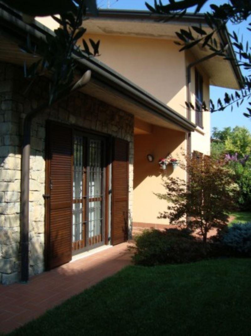 Villa bifamigliare vicino al centro - La casa del barbecue brescia ...
