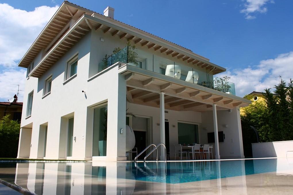 Villa nuova e moderna con piscina studio ziletti for Villa moderna